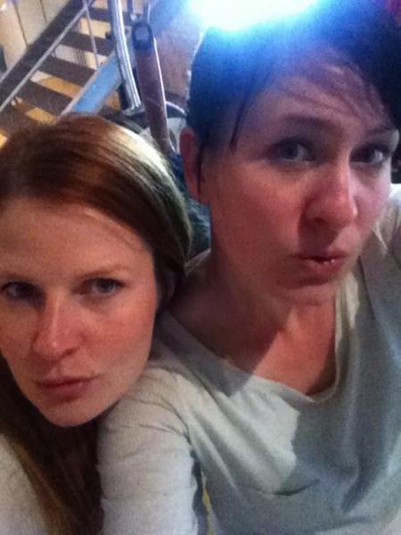 Sanna ja Susanna tekivät matkallaan myös videopäiväkirjaa verkostoitumisesta. Soho Housessa kuvaaminen oli kiellettyä. Kuva: Susanna Snellman