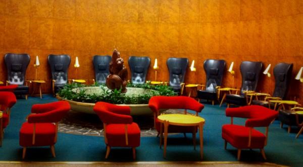 Hotelli Vaakunan tunnelmallinen aulatila.