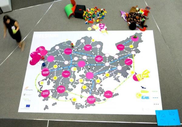 Kuva 13: Vyyhtipeliä pelattiin Verkostot ja rajaton yrittäjyys -seminaarissa Musiikkitalossa marraskuussa 2013.