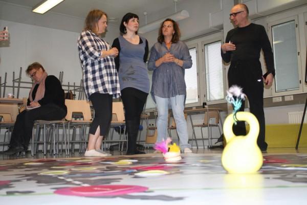 Kuva 4: Vyyhtipeliä pelataan ensimmäistä kertaa toukokuussa vuonna 2012. Peliä pelattiin kaupunginosayhdistysten yhteistoiminnallisuuden pelinä.